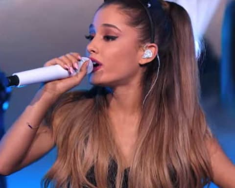 "Ariana Grande Performs ""Break Free"" on America's Got Talent"