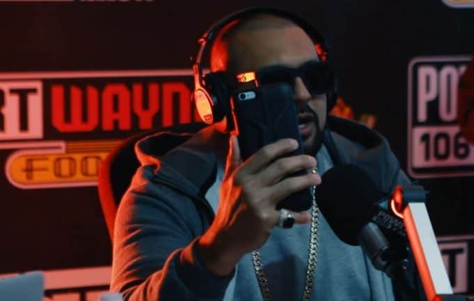 Watch Sean Paul Freestyles Over Drake's Controlla