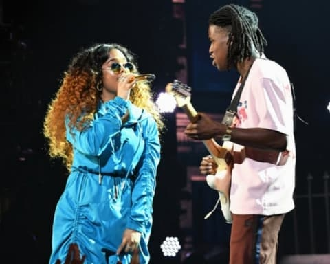 Watch H.E.R. & Daniel Caesar Perform 'Focus' & 'Best Part' at 2018 BET Awards