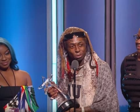 Watch Lil Wayne Receives First Ever 'I Am Hip-Hop Award' at BET Hip-Hop Awards 2018