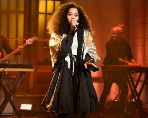 Watch Ella Mai Performs 'Boo'd Up' & 'Trip' on SNL
