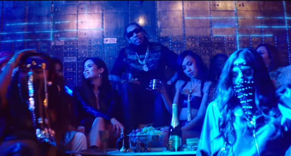 New Video Tyga - Floss In The Bank