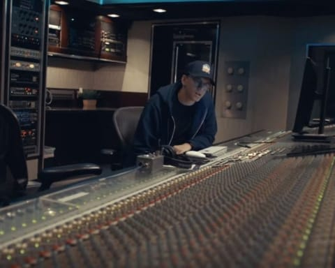 New Video Logic Feat. Eminem - Homicide